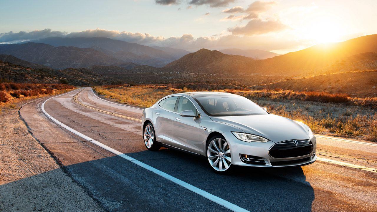 Tesla'nın yeni Model S spor sedanı